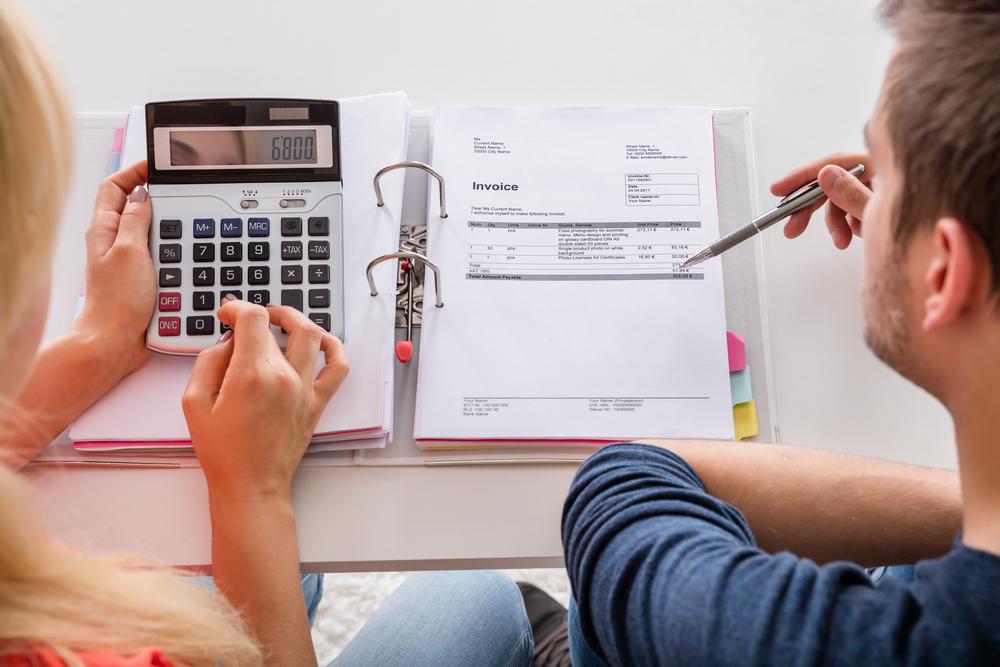 דרכים נוחות לעקוב אחרי ההכנסות והרווחים של העסק שלכם